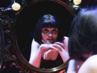 Silvia Solans en Alicia y el club de los 27